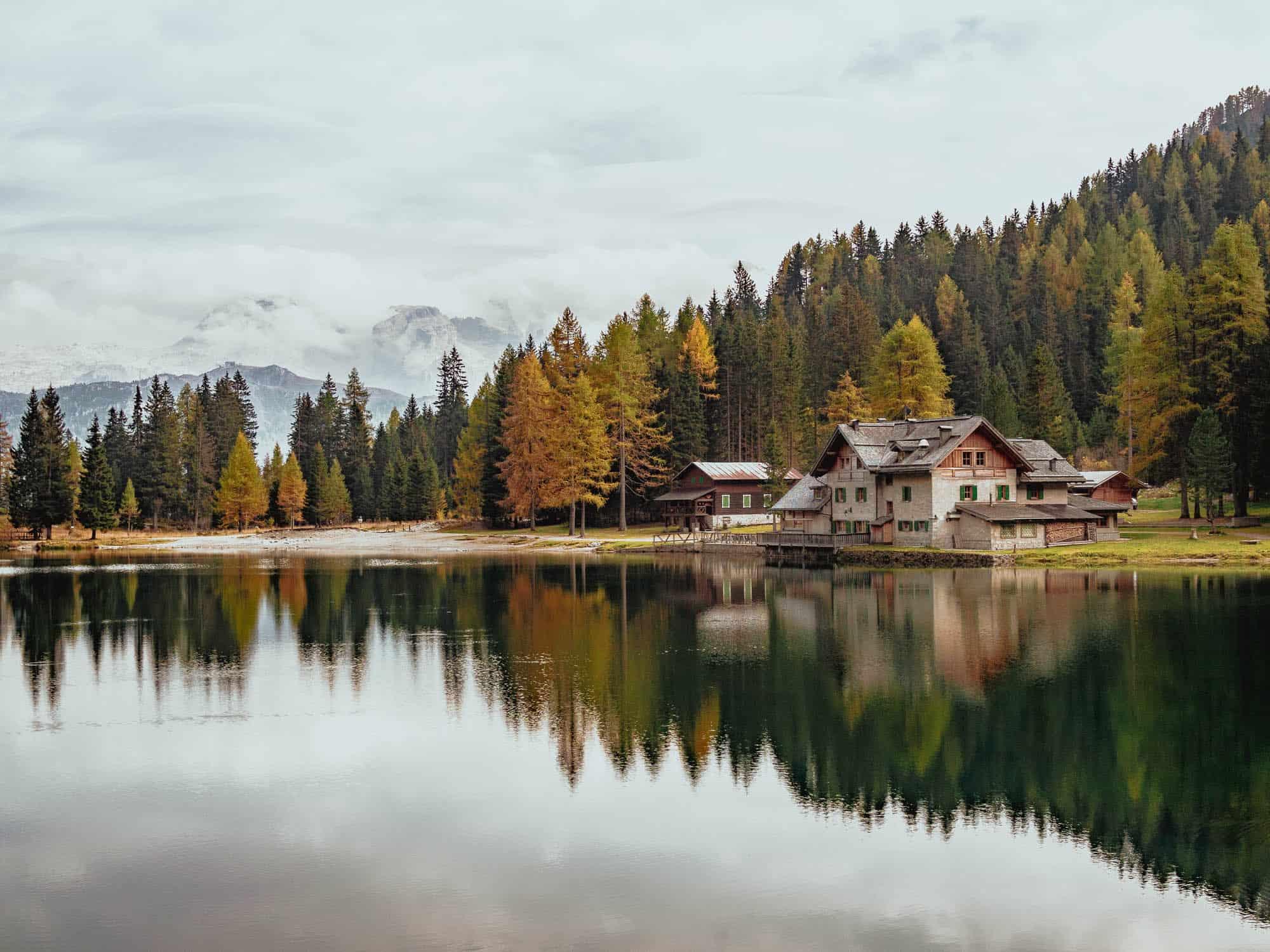 rifugio lago nambino